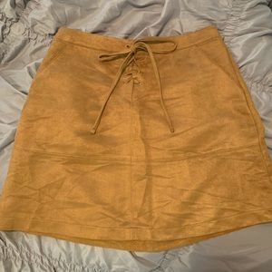 LC tan suede skirt PERFECT FOR FALL! Worn once.
